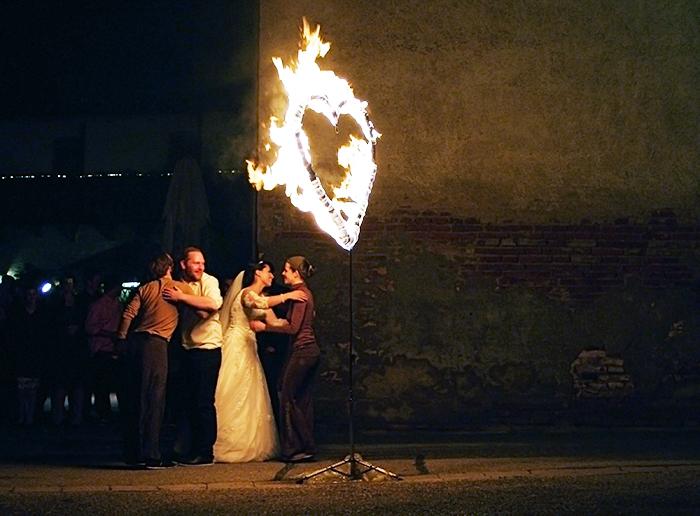 Hochzeits Feuershow brennendes Herz